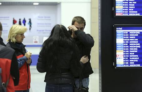 Родственники погибших в аэропорту Пулково.