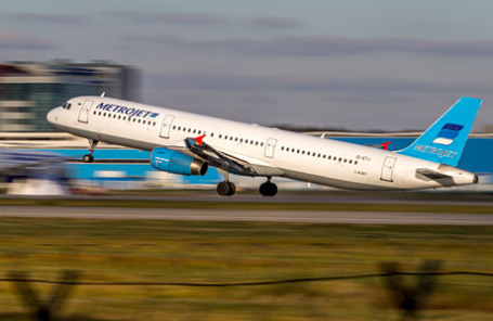 Самолет Airbus-321 авиакомпании «Когалымавиа» с бортовым номером EI-ETJ.