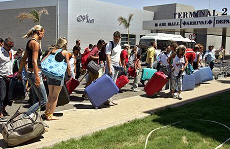 Российские туристы в аэропорту Шарм-эль-Шейха, Египет.