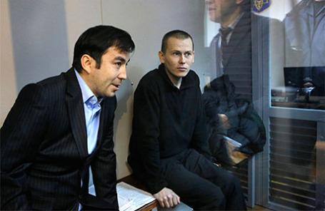 Граждане РФ Евгений Ерофеев и Александр Александров (слева направо), задержанные Службой безопасности Украины 16 мая 2015 года в Луганской области, перед началом предварительных слушаний в суде.