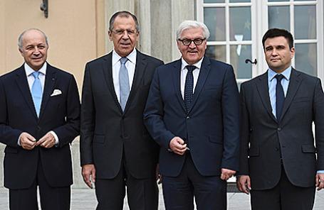 Лоран Фабиус, Сергей Лавров, Франк-Вальтер Штайнмайер и Павел Климкин (слева направо) в Берлине, 6 ноября 2015.