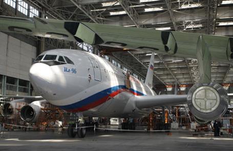 Пассажирский самолет Ил-96.