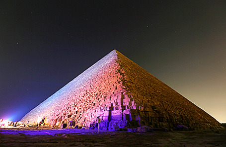Пирамида Хеопса в Гизе.