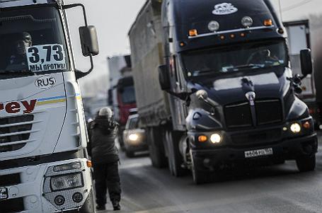 Массовая акция протеста дальнобойщиков в Новосибирске.