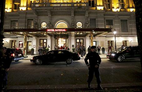 Полиция у отеля Империал, где проходят переговоры по Сирии. Вена, австрия, 14 ноября 2015.