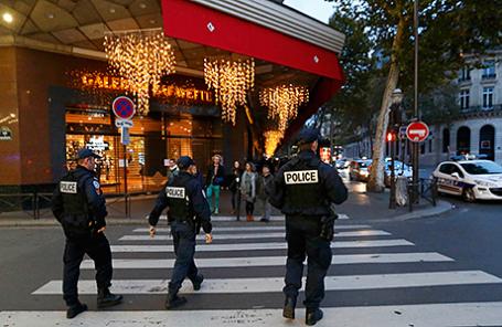 Полицейские в Париже, 14 ноября 2015.