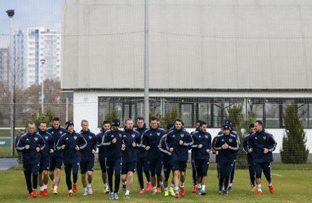 Игроки сборной России по футболу во время тренировки накануне товарищеского матча против сборной команды Хорватии.