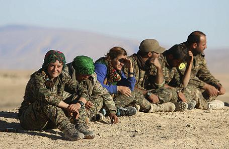 Курдские бойцы из Отрядов народной самообороны.