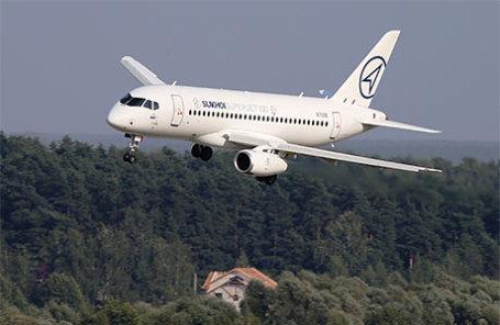 Пассажирский самолет Sukhoi Superjet 100.