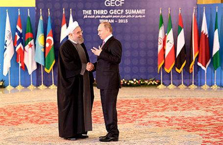 Президент Ирана Хасан Рухани и президент РФ Владимир Путин (слева направо) во время совместного фотографирования глав делегаций стран-участниц III саммита Форума стран-экспортеров газа.