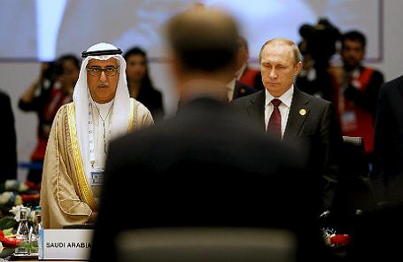 Король Саудовской Аравии Салман ибн Абдель Азиз Аль Сауд и президент РФ Владимир Путин во время минуты молчания в память о погибших в Париже перед саммитом G20 в Турции.