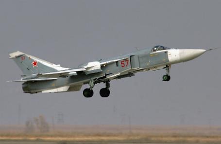 Бомбардировщик Су-24.