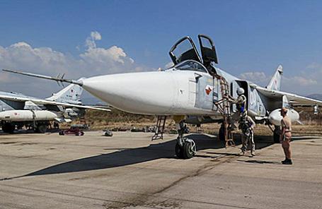 Бомбардировщик Су-24 на авиабазе «Хмеймим» в Сирии.