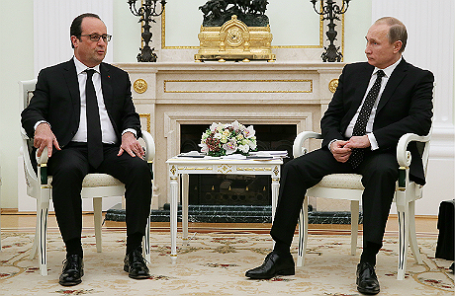 Президент Франции Франсуа Олланд и президент России Владимир Путин (слева направо) во время встречи в Кремле.