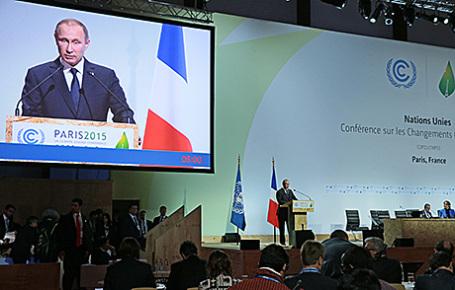 Президент России Владимир Путин выступает на Всемирной конференции ООН по вопросам изменения климата (COP-21) в Ле-Бурже, 30 ноября 2015.