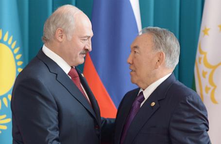 Президент Белоруссии Александр Лукашенко и президент Казахстана Нурсултан Назарбаев (слева направо).