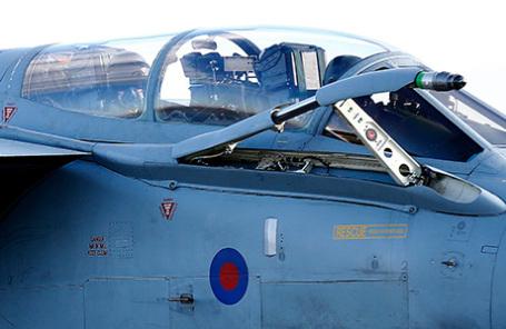 Британский самолет Tornado после выполнения миссии в Сирии.