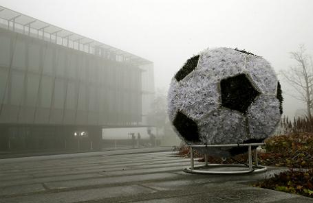 Рядом со штабом ФИФА в Цюрихе.