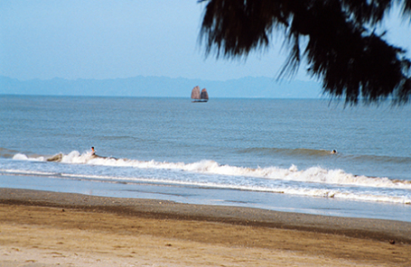 Побережье Тонкинского залива во Вьетнаме.