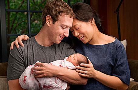 Марк Цукерберг с супругой Присциллой и дочерью.