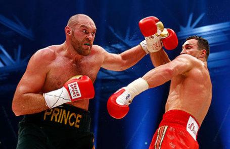 Боксеры Тайсон Фьюри(слева) и Владимир Кличко.