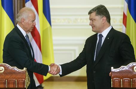 Вице-президент США Джо Байден и президент Украины Петр Порошенко.