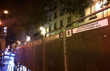 После терактов в Париже предвыборная кампания была приостановлена.