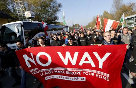 Митинг против притока мигрантов в Австрии на границе со Словенией.