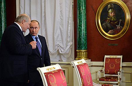Президент Белоруссии Александр Лукашенко и президент России Владимир Путин (слева направо) во время встречи в Кремле, 15 декабря 2015.