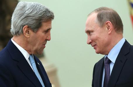 Президент России Владимир Путин и госсекретарь США Джон Керри (справа налево) во время встречи в Кремле.