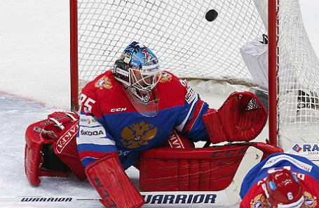 Вратарь сборной России Алексей Мурыгин в матче против сборной Чехии.