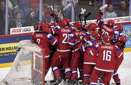 Игроки сборной России после победы над сборной США в полуфинале молодежного чемпионата мира по хоккею. Хельсинки, Финляндия, 4 января 2016.