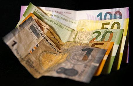 Банкноты национальной валюты Азербайджана.
