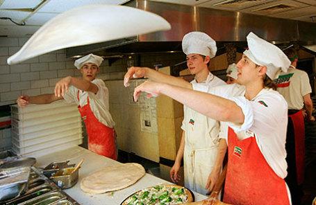 Работники ресторана быстрого обслуживания Итальянской кухни «Сбарро».