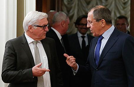 Министры иностранных дел Германии Франк-Вальтер Штайнмайер и России Сергей Лавров (слева направо).