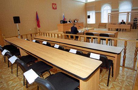 Места для 12 присяжных заседателей в зале суда.