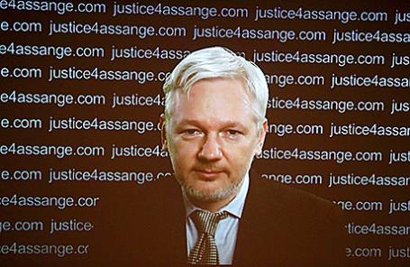 Джулиан Ассанж во время пресс-конференции в формате видеосвязи из посольства Эквадора в Великобритании, 5 февраля 2016.