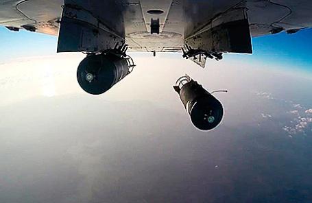 Боевой вылет российского бомбардировщика Су-24 по объектам террористов в Сирии.