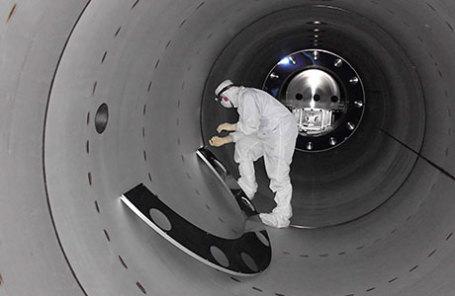 Ученый, работающий с лазерно-интерферометрической гравитационно-волновой обсерваторией LIGO.
