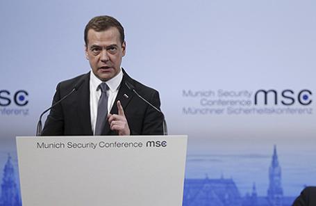 Премьер-министр РФ Дмитрий Медведев во время выступления на Мюнхенской конференции по безопасности, Германия, 13 февраля 2016.