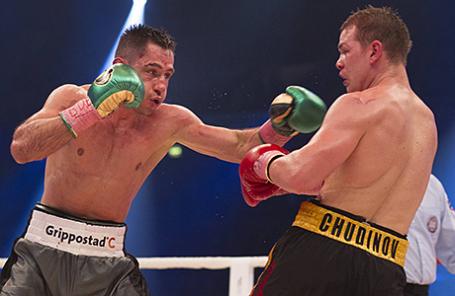 Бой за титул чемпиона мира по версии WBA между Ф. Штурмом и Ф. Чудиновым (слева направо) в Оберхаузене, Германия, 20 февраля 2016.