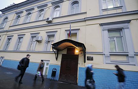 Здание Басманного районного суда на Каланчевской улице в Москве.