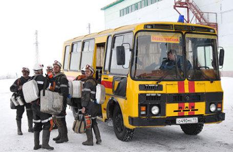 Горноспасатели у шахты «Северная».