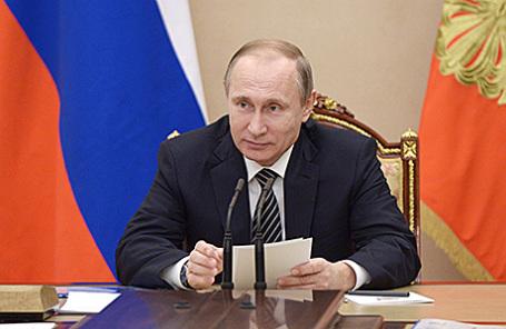 Президент России Владимир Путин на встрече в Кремле с главами основных нефтяных компаний России, 1 марта 2016.