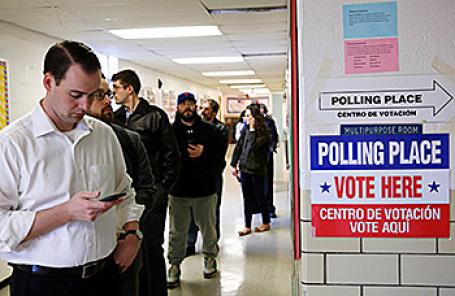 На избирательном участке в Арлингтоне, Вирджиния, США.