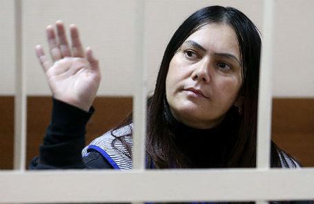 Гюльчехра Бобокулова, подозреваемая в жестоком убийстве ребенка, перед рассмотрением ходатайства об аресте в Пресненском суде.