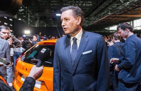 Бу Андерссон (в центре) во время церемонии запуска автомобиля Lada Xray в серийное производство на заводе ОАО