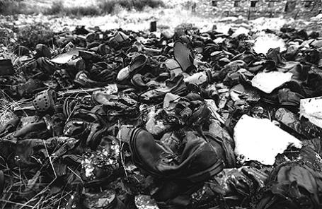 Обувь узников, оставшаяся на месте лагеря Бутугычаг на Колыме.