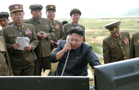Северокорейский лидер Ким Чен Ын (в центре).