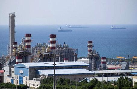 Морской порт Asalouyeh и газовое месторождение к северу от Персидского залива, Иран.